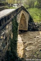Puente en el valle de Macka