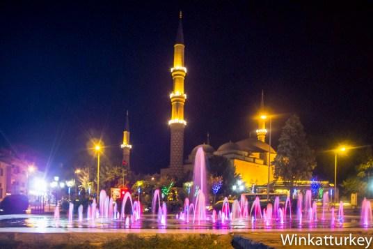 Mezquita de los Tres Balcones desde el bazar Ali Pasha
