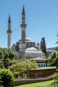 Mezquita Muradiye desde los jardines