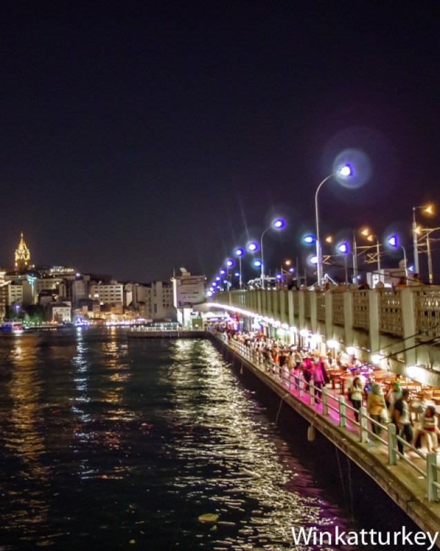 Puente Galata por la noche