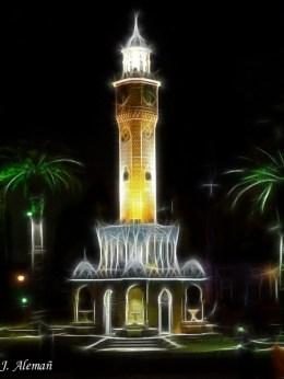 Saat Kulesi por la noche