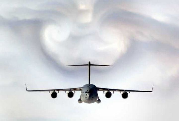 12 Types of Clouds That Are Awesome - Image 4 - Types of clouds formed by aircrafts.