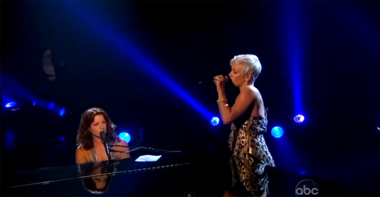 Sarah McLachlan Sings 'Angel' Duet with Pink