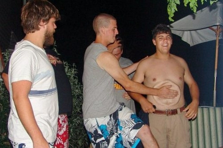 25 Photos Before Disaster Strikes - He's really going to feel the effects of that tummy slap in the morning.