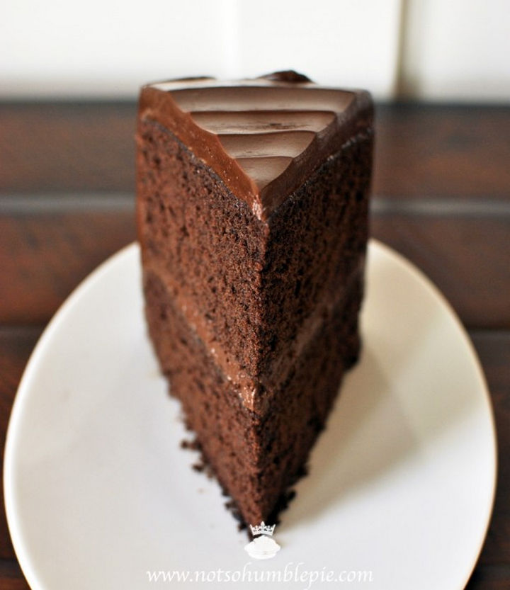19 Chocolate Cake Recipes That Are Better Than Any Boyfriend - Big chocolate cake.