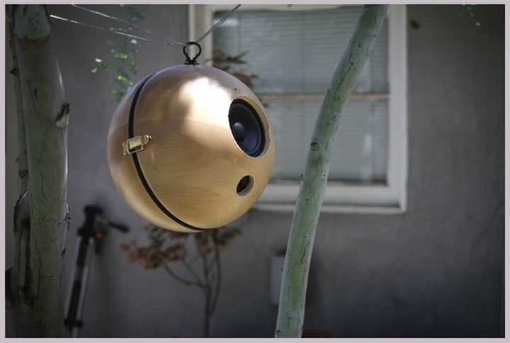 34 DIY Backyard Ideas for the Summer - Turn salad bowls into retro wireless outdoor speakers