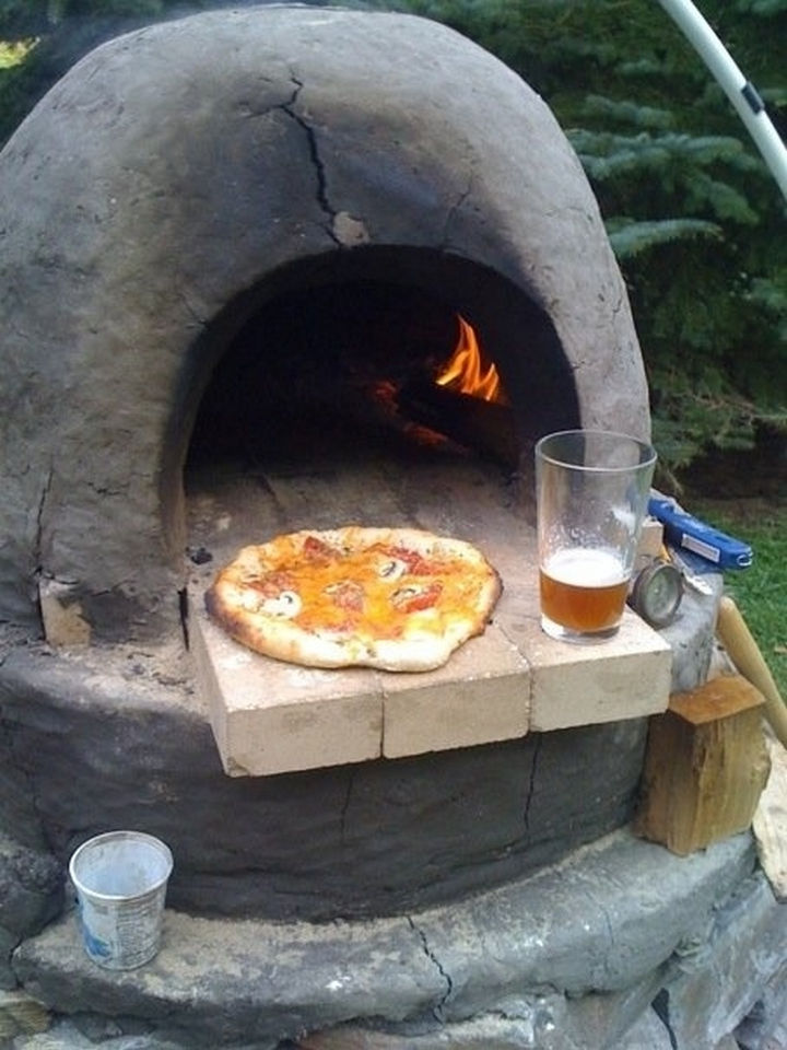 34 DIY Backyard Ideas for the Summer - Make awesome homemade pizza in your own outdoor pizza oven.