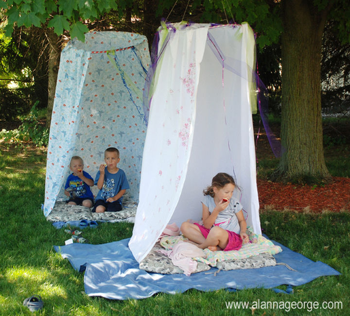 34 DIY Backyard Ideas for the Summer - Make outdoor hideaways using hula hoops and bed sheets.