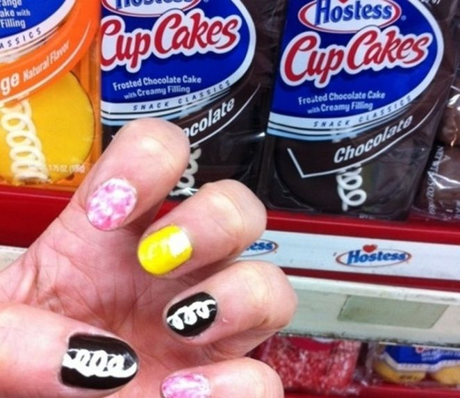 13 Food Nails Inspired by the Love of Food - Hostess CupCakes manicure.