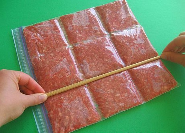 28 Food Storage Hacks - Divide ground meat into ready-to-use portions.