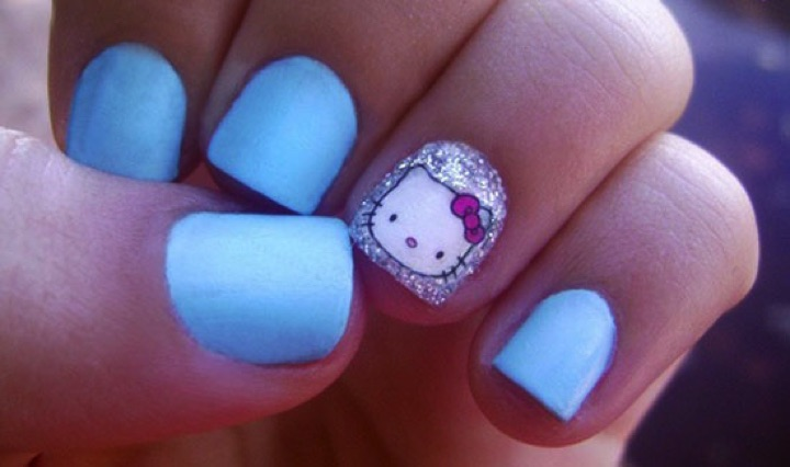 14 Hello Kitty Nails - Stylish blue Hello Kitty nails.