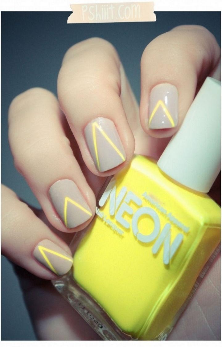17 Minimalist Nails - Neon yellow.