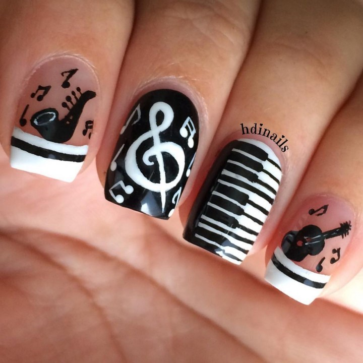 18 Music Nails - Musical manicure is hitting all the right notes.