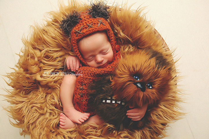 37 Newborns Wearing Geek Baby Clothes - Adorable baby Ewok hugging Chewbacca from Star Wars.