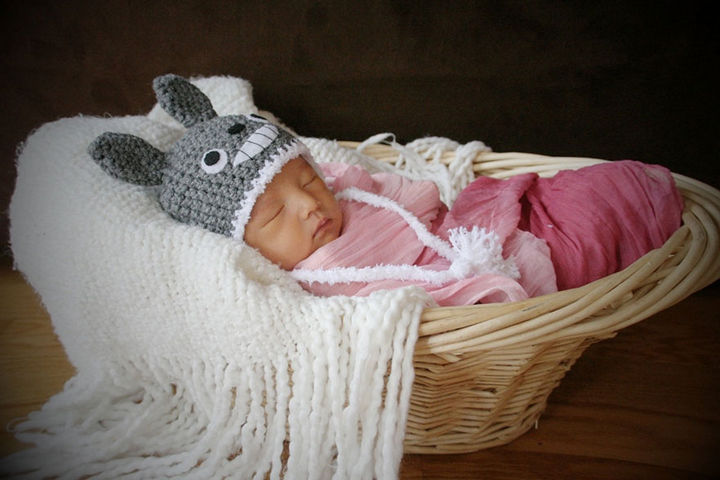 37 Newborns Wearing Geek Baby Clothes - Little Baby Totoro.