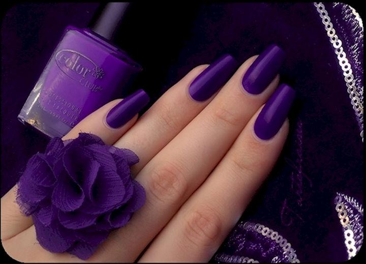 18 Purple Nail Art Designs - Matte purple nails screams elegance.
