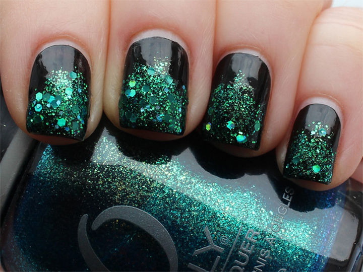 18 Beautiful Green Nails for Fall - Make an impact with green gradient glitter.