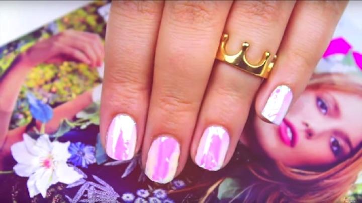 20 Metallic Nails - Shimmering iridescent nails.