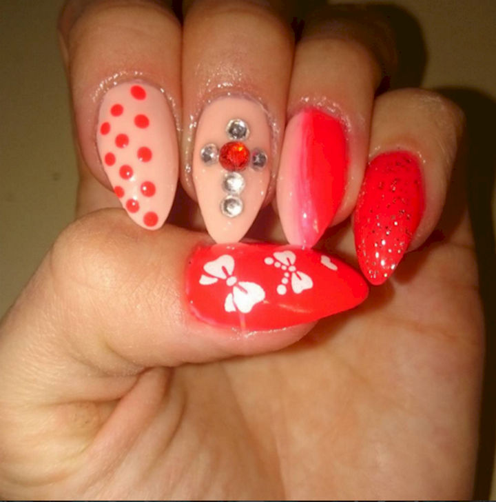 18 Perfectly Manicured Bow Nails - Red and white are perfect colors for the holiday season.