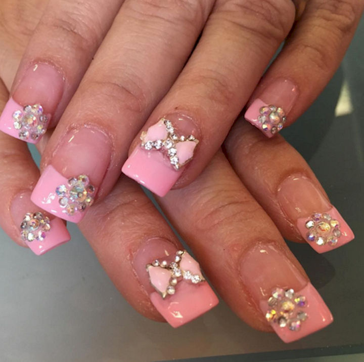 18 Perfectly Manicured Bow Nails - A French manicure with plenty of bling.