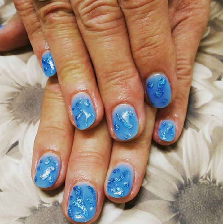 18 Ice Blue Nails - Excellent use of foil for a remarkable icy look.