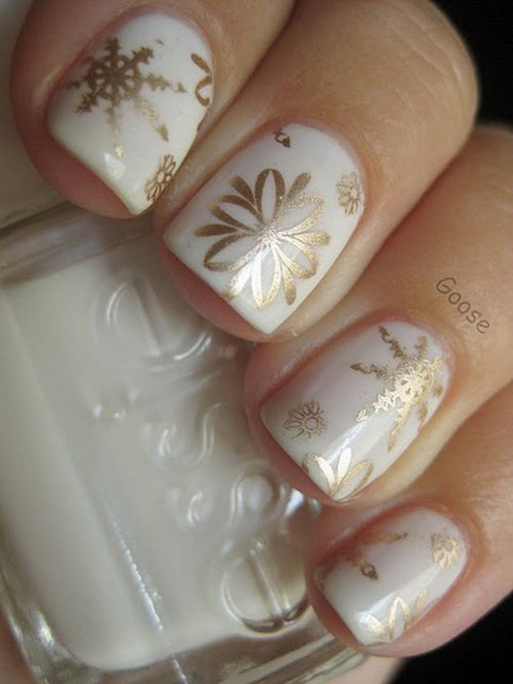39 Winter Nails - Golden snowflakes.