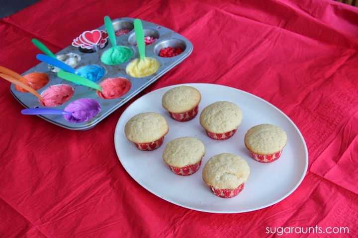 """13+ Muffin Pan Hacks - Create a cake frosting palette and let kids """"paint"""" their muffins."""