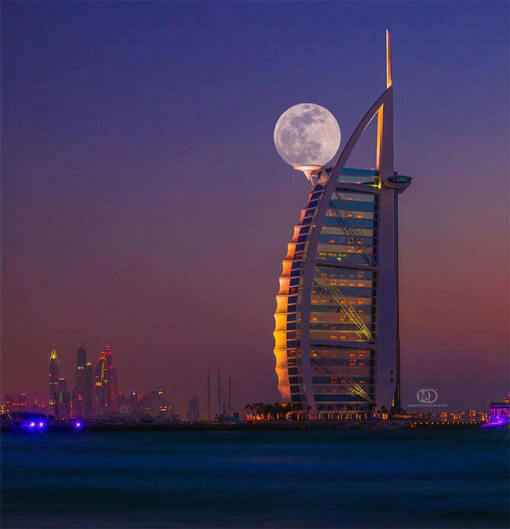 28 Perfectly Timed Photos of People Having a Bad Day - This amazing building is so big it has its own moon.