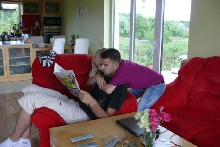31 Hilariously Misleading Photos - That is not her boyfriend giving her a hug.