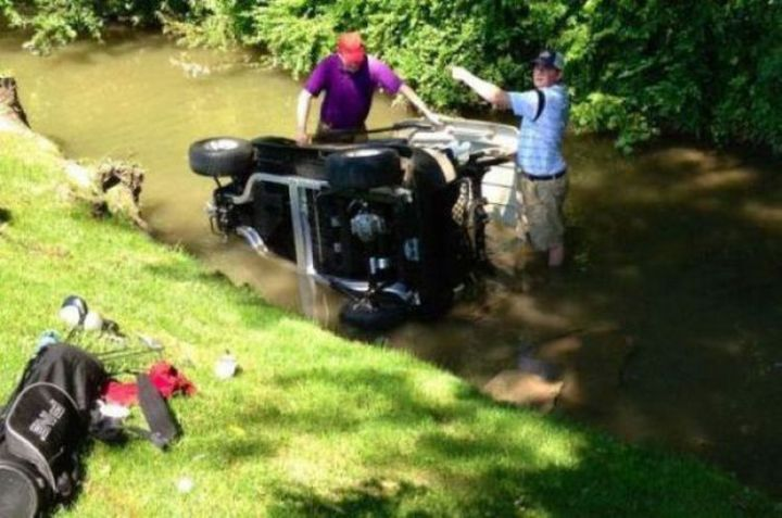 19 People Having a Bad Day - So much for a relaxing day of golf.