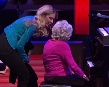 98-Year-Old Grandmother Plays Piano at the Grand Ole Opry.