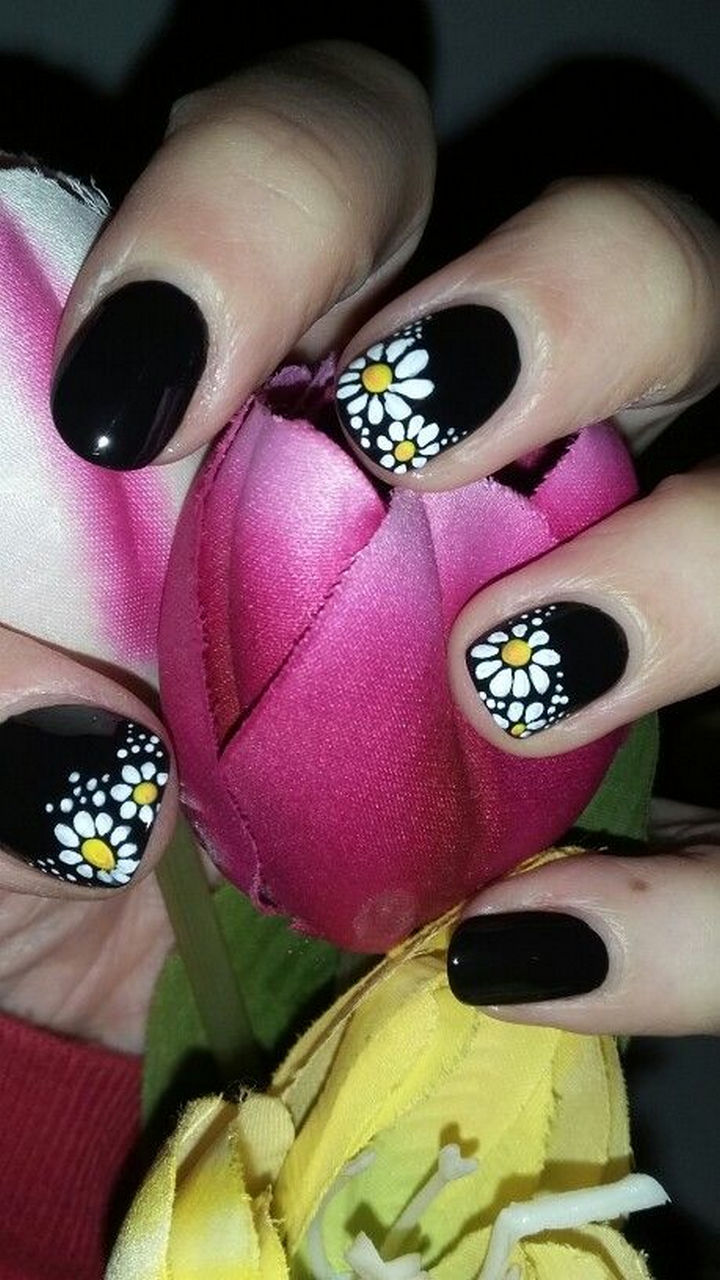 18 Spring Nails - Pretty white daisies on aglossy black canvas.