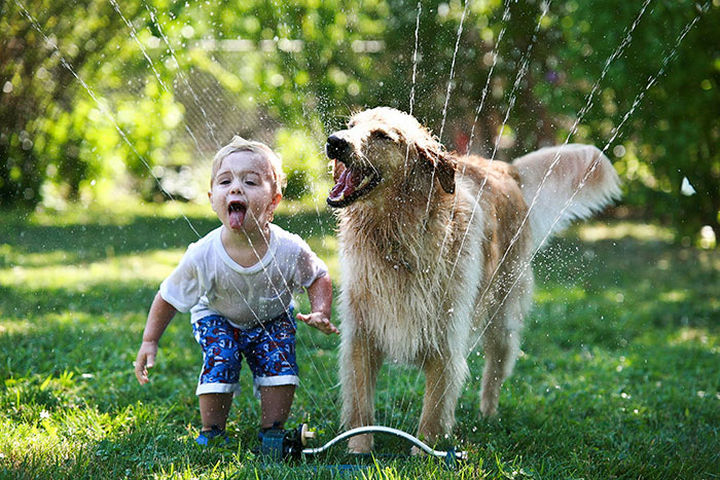 33 Adorable Photos of Dogs and Babies - Summer fun with his BFF.