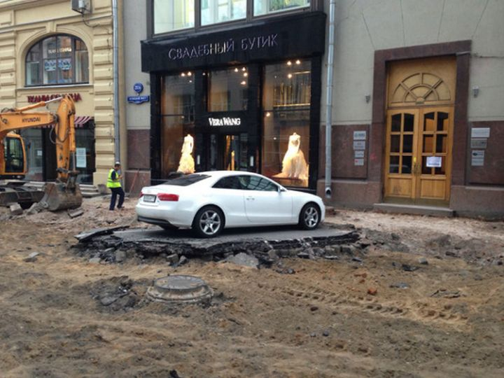 28 People Having a Bad Day - They probably wished they didn't park there.