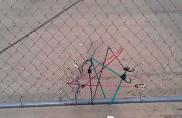 18 Funny Life Hacks - Repair a fence with bungee cords.
