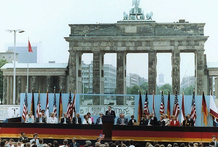 """22 Timeless Images - U.S. President Ronald Reagan as he makes his iconic speech """"Tear down this wall"""" in 1987. Inspired by Reagan's speech, the Berlin Wall was taken down in 1989."""