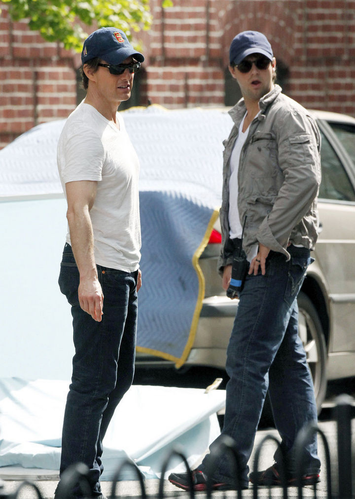 """23 Celebrities Hanging Out With Their Stunt Doubles - Tom Cruise with his stunt double on the set of """"Knight and Day."""""""