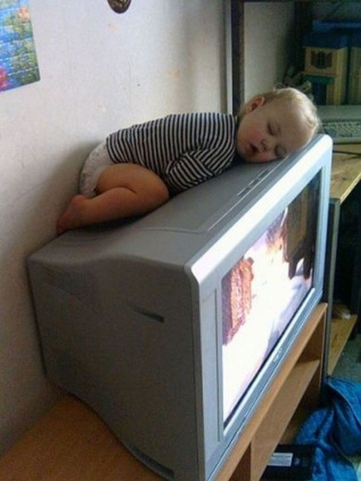 25 Kids Sleeping in the Strangest Places - Older TVs were nice and warm...perfect for a nap!