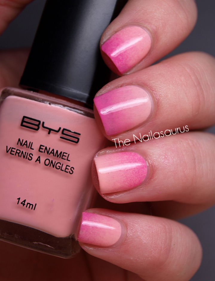 17 Gradient Nails - Classic gradient nails.