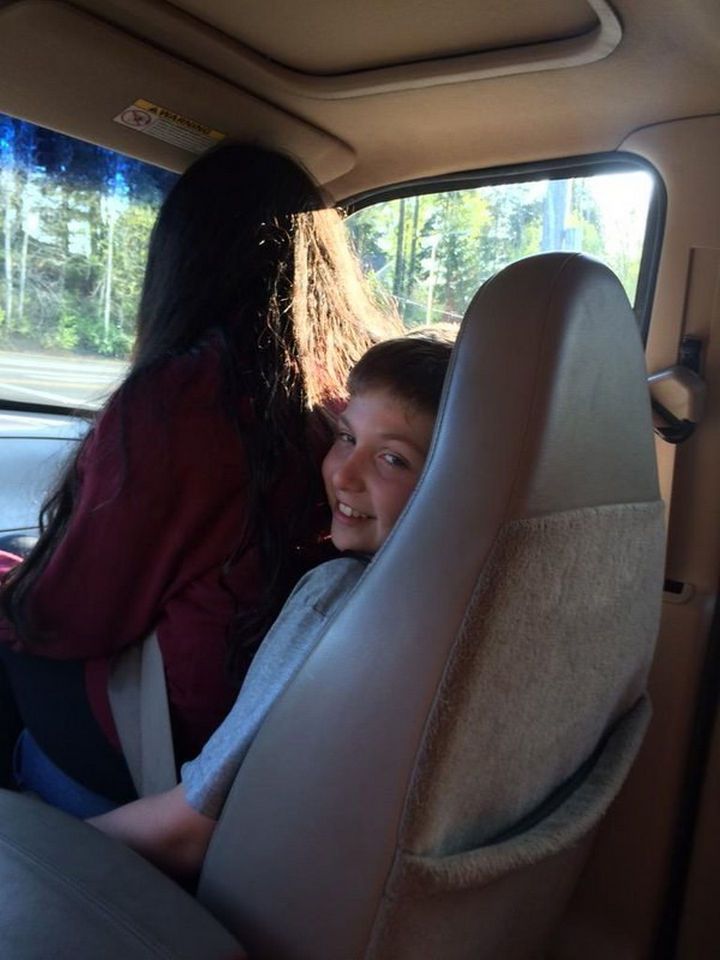 19 Photos of Growing up With Sisters - When both of you call shotgun.