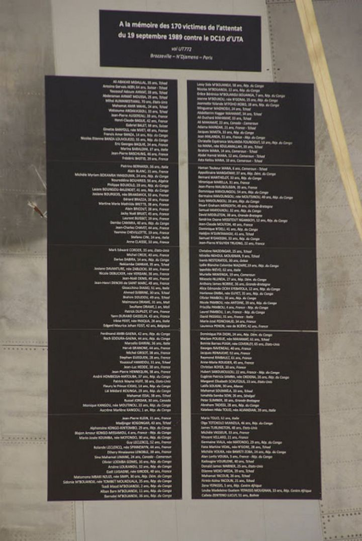 A special plaque commemorating each victim is affixed to the starboard wing (Photo 2).