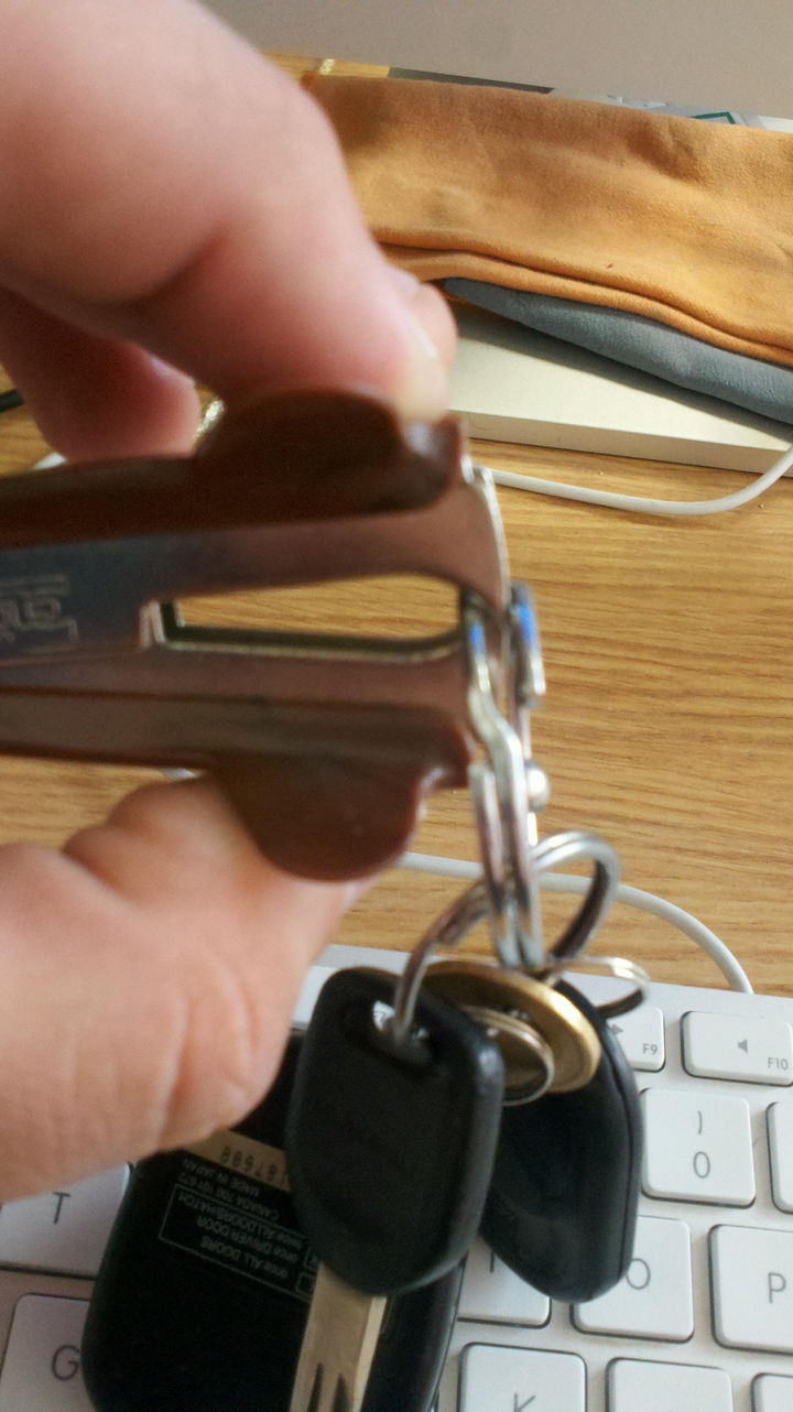21 Everyday Life Hacks - Use a staple remove to add/remove items to your key ring.