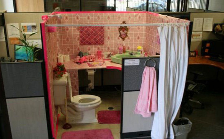 26 Funny Office Pranks - Turning a cubicle into a washroom.