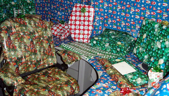 26 Funny Office Pranks - Look at all these Christmas presents!