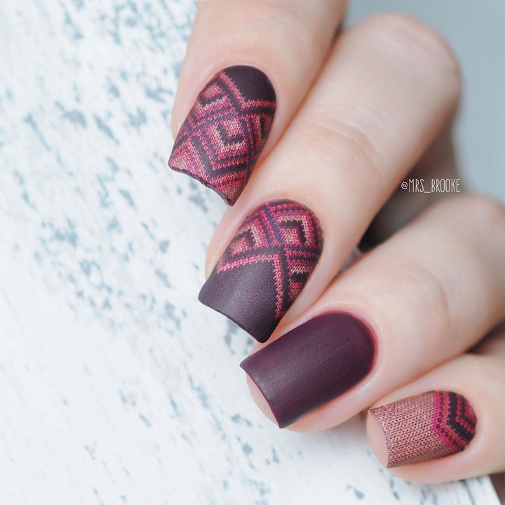 10 Winter Sweater Nails - These gorgeous nails actually have the appearance of being stitched.