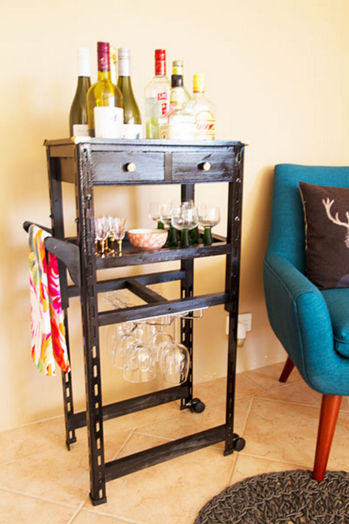 18 DIY Bars and Bar Carts - Tool chest bar.