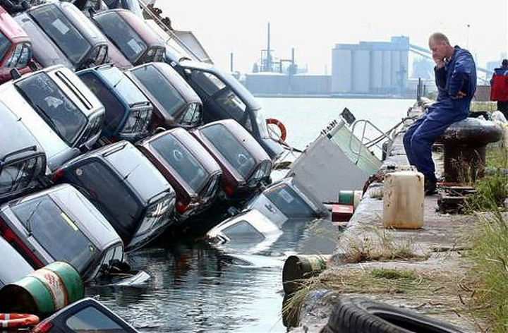 25 People Having a Really Bad Day - When you thought driving a barge would be fun.