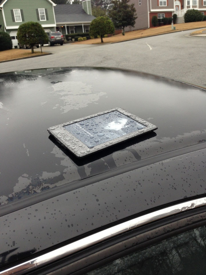 25 People Having a Really Bad Day - When you have that nagging feeling you left something outside.