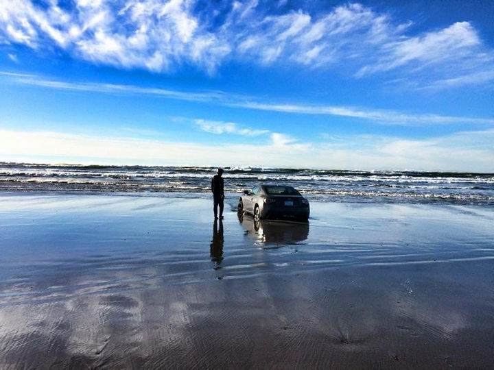 25 People Having a Really Bad Day - When you wanted to impress the girls at the beach with your new sports car.