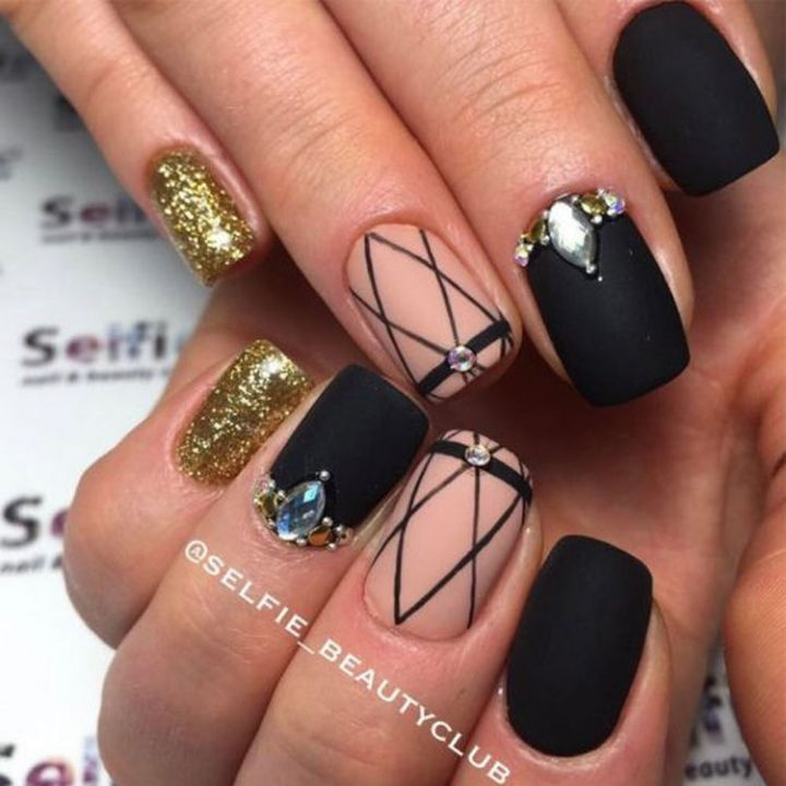Beautiful winter nail art design where glitter and matte come together.